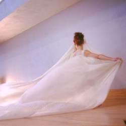 abbie powers, modern dance performance art with silk, silk art, silk dance
